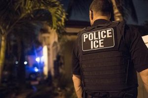 Los 10,000 inmigrantes que deben ser prioridad de ICE para deportación, según reporte