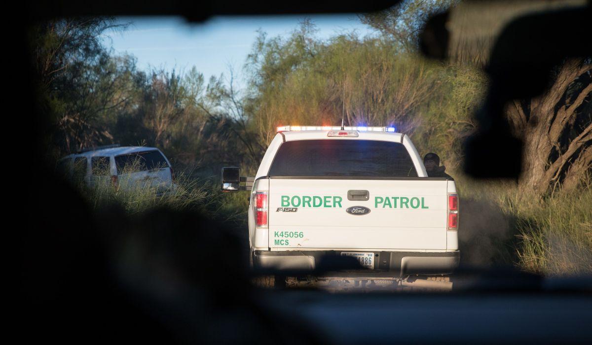 """Persecución de """"La Migra"""" a alta velocidad termina con dos indocumentados muertos"""