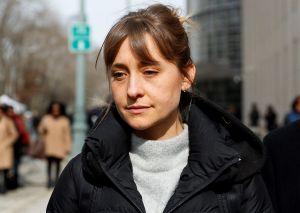 Actriz Allison Mack se declara culpable en juicio por esclavas sexuales en Nueva York