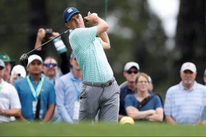 El golfista Jordan Spieth realizó un tiro mágico por encima del agua en el Masters de Augusta
