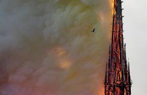 Mhoni Vidente predice el inicio de la guerra contra la iglesia católica y una tormenta solar como en el Apocalipsis