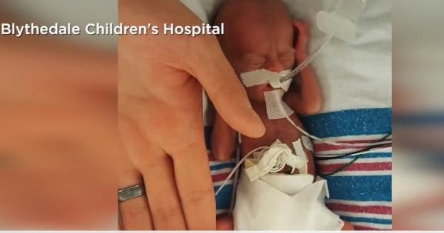 Uno de los bebés más pequeños del mundo ya pudo ir a casa, tras 8 meses en hospitales de Nueva York
