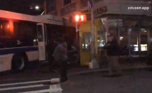 Camión de MTA se impacta en tienda de bagels en Queens; hay 5 heridos