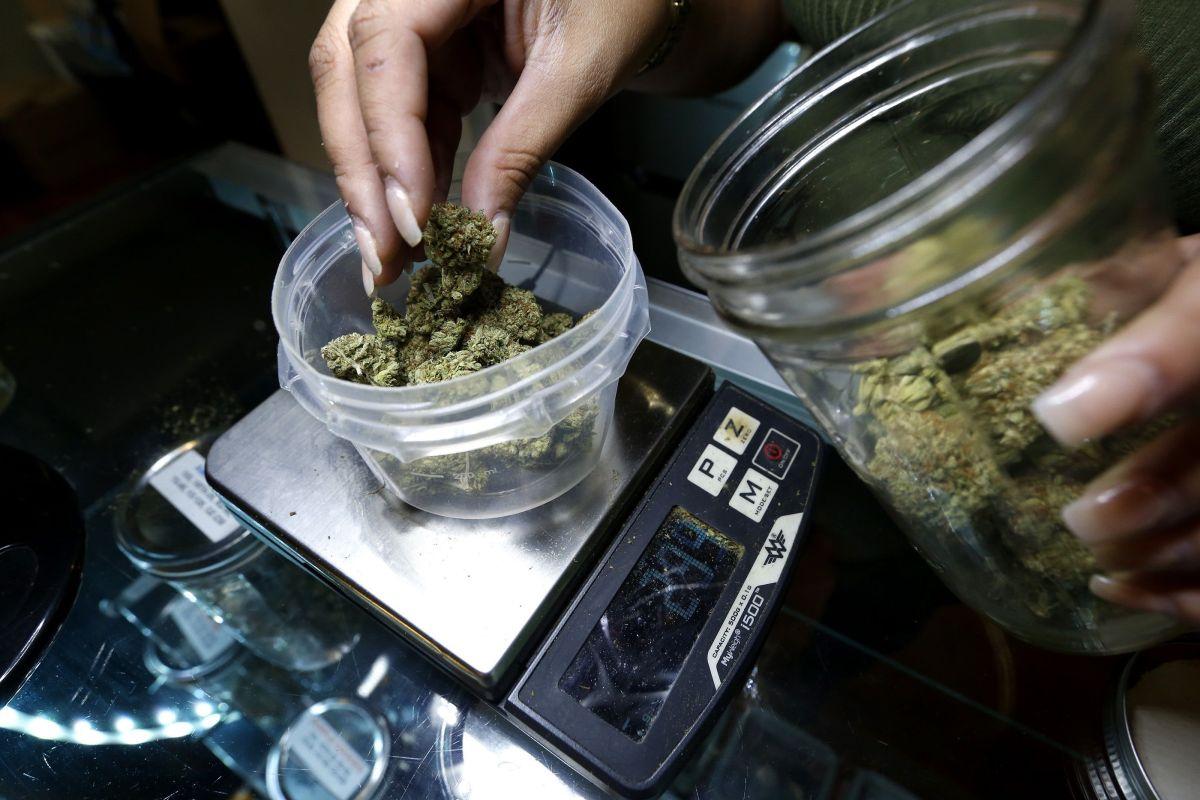 Activistas de Illinois quieren que ingresos de la venta de la marihuana sea para comunidades afectadas por delitos de drogas