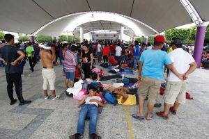 Masiva caravana migrante se acerca hasta la frontera de México con Estados Unidos