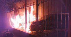 Cartel de Sinaloa amenaza al Jalisco Nueva Generación con narcomanta y quema de autos