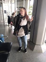 Natalie Wynn  no quiso pagar el extra de equipaje, por lo que se puso toda su ropa.