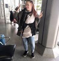 Mujer sube al avión con 9 libras de ropa puesta para no pagar extra por equipaje