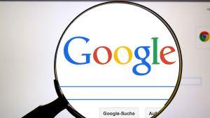 Google admite escuchar el 0,2 por ciento de las conversaciones con su asistente virtual...