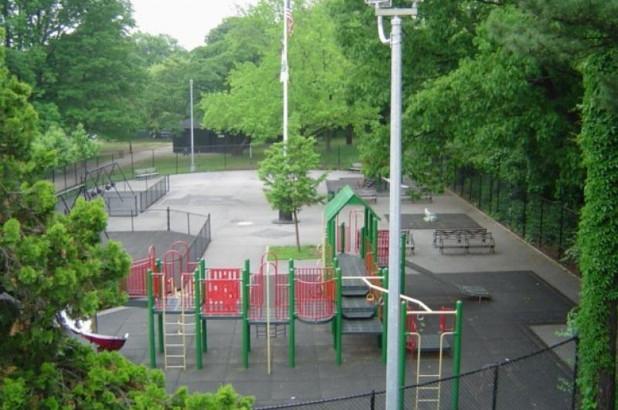 Hombre se ahorcó en parque infantil de El Bronx
