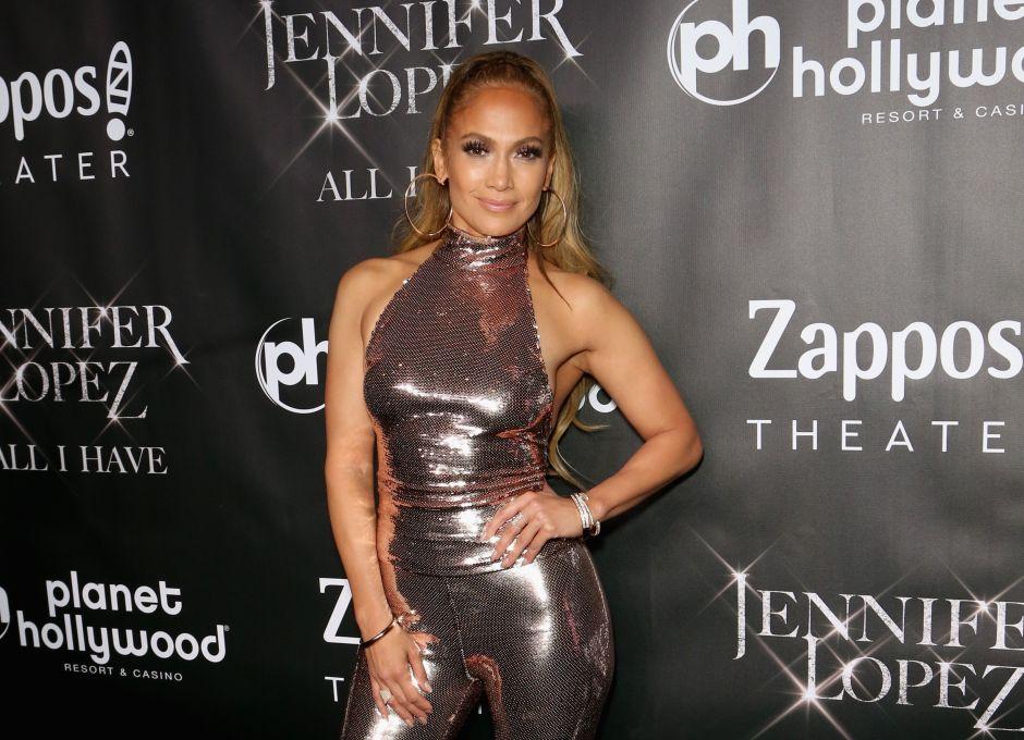 Jennifer López arde en Instagram cuando aparece sin sostén