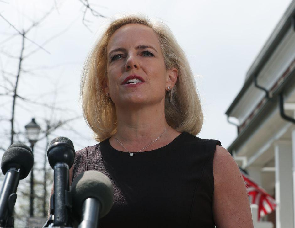 Habla Nielsen tras su renuncia a la dirección de DHS. Sus declaraciones sorprenden