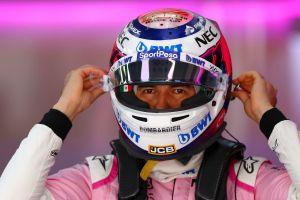 El mexicano Checo Pérez celebra su octavo lugar en China como si fuera un podio