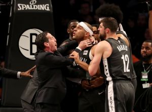 Unos inexpertos Nets pagan sus errores y están al borde de la eliminación ante Sixers