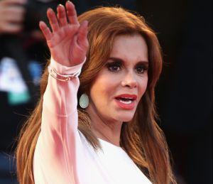 Lucía Méndez presume sus encantos con una atrevida transparencia en la que destaca su ropa interior