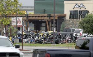 Fiscalía retira todas las acusaciones por el tiroteo mortal entre bandas de motoristas en Waco