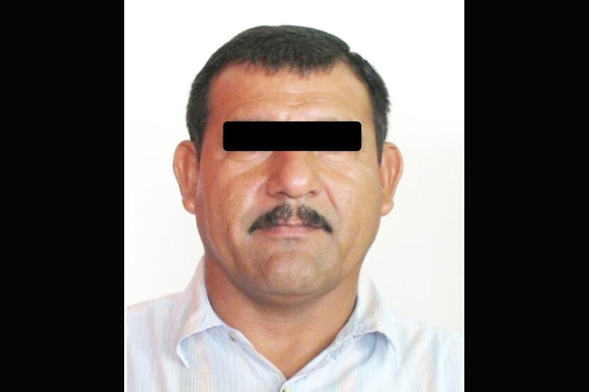 Hombre en México queda atrapado en el hoyo que hizo para espiar a su exnovia