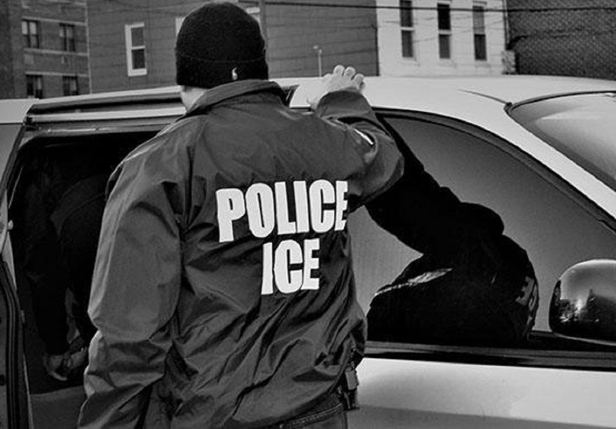 Agente de ICE amenazó a hispana con deportarla. La violó durante siete años