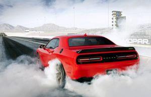 Un Tesla 3 compite contra un Dodge Hellcat, ¿cuál gana? (VIDEO)