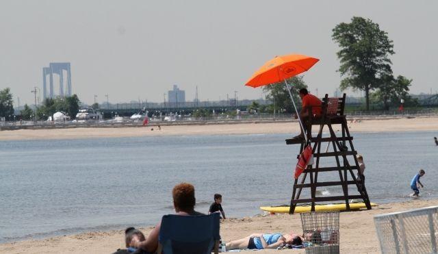 Inicia temporada de playas en Chicago