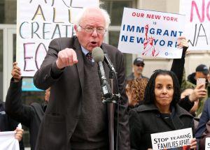 """Bernie Sanders no apoya la política de """"fronteras abiertas"""". Sus razones causaron revuelo"""