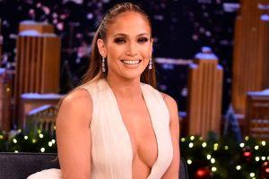 """Jennifer López y la grandeza de todo su """"booty"""" en Instagram con un mini vestido blanco"""