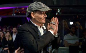 Conoce a la nueva y aridente conquista de Johnny Depp 30 años menor que él