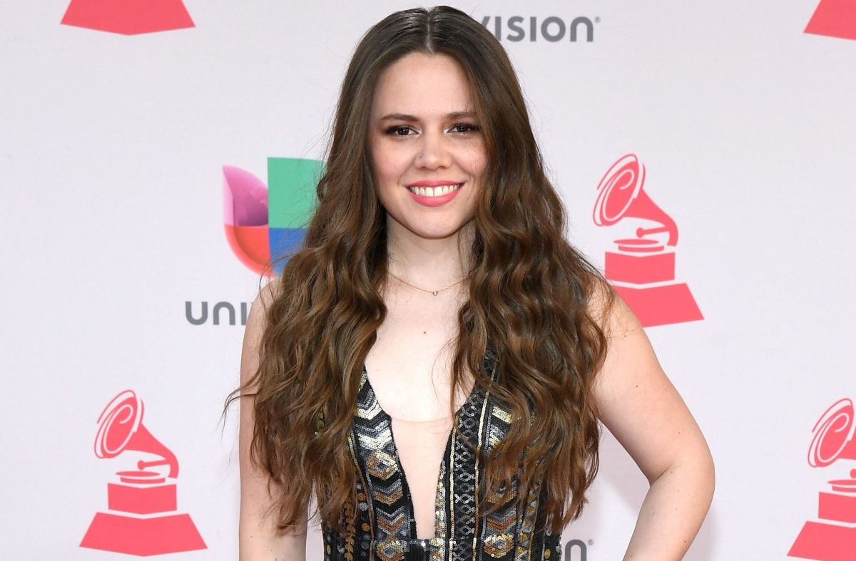 """La vocalista de """"Jesse & Joy"""" presenta a su hija Noah en Instagram y los famosos reaccionan"""