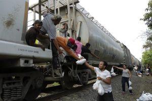 Centroamericanos vuelven a enfrentar la muerte sobre La Bestia