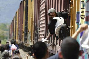"""México contradice las afirmaciones de Trump sobre el """"milagro migratorio"""""""