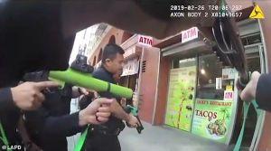 VIDEO: Violento enfrentamiento en una taquería de Los Ángeles acaba con disparos de la policía