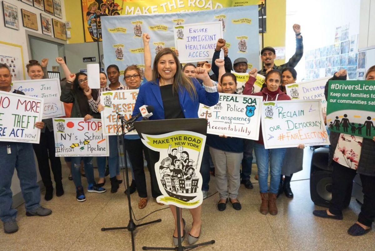 Activistas presionan a la Legislatura por licencias de conducir para indocumentados