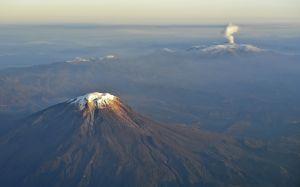 El volcán que provocó la peor tragedia natural en Colombia registra sismos