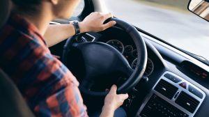 Cómo gastar menos dinero al rentar un auto