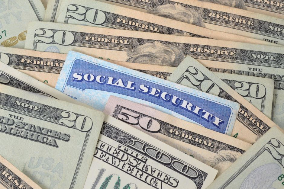Algunos beneficiarios del Seguro Social y SSI empezaron a recibir cheque de estímulo esta semana