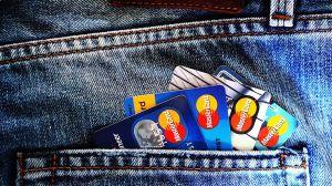 ¿Cuándo te conviene autorizar a otra persona a usar tu tarjeta de crédito?