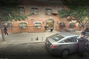 Cierran dos escuelas más por sarampión en Brooklyn