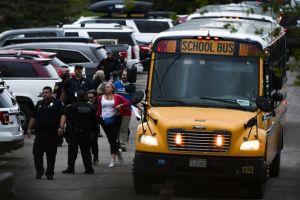 Los aterradores mensajes de texto de un niño a su madre durante el tiroteo de Denver