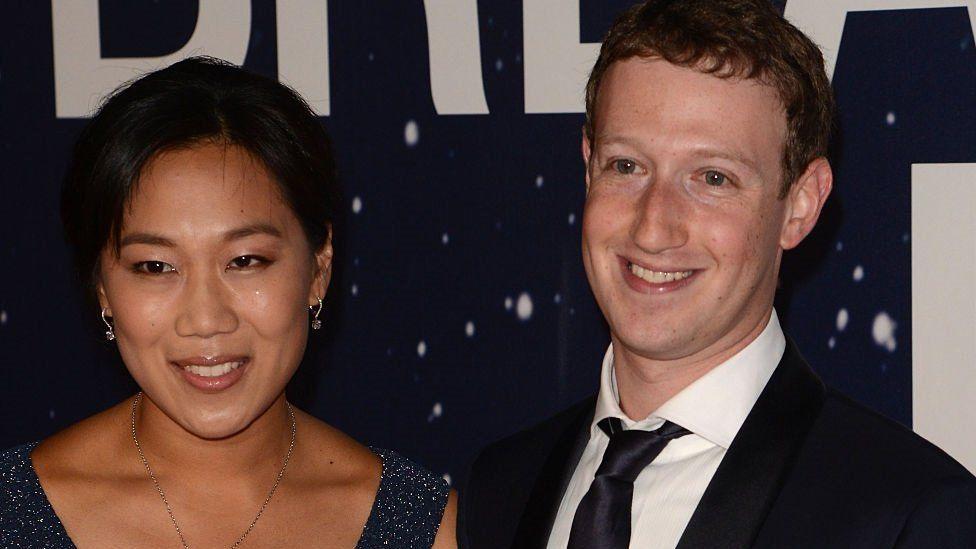 La caja de madera que Mark Zuckerberg inventó para que su mujer duerma mejor por las noches