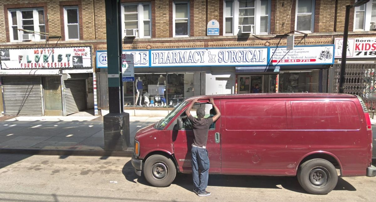 Dos latinos detenidos por tráfico de medicinas en farmacia de Queens