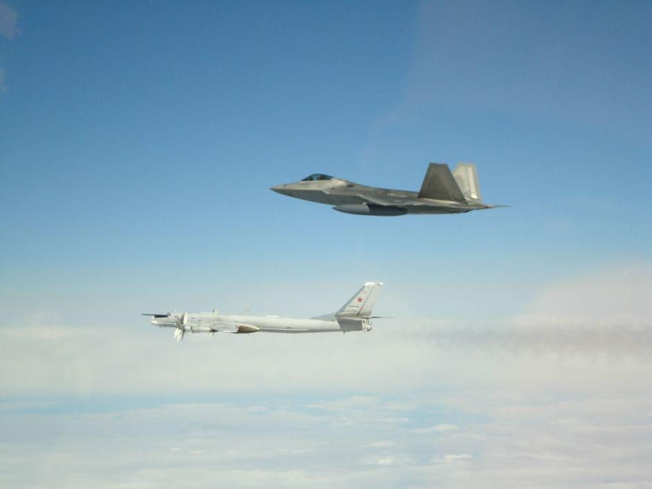 Estados Unidos intercepta seis aviones militares rusos cerca de Alaska