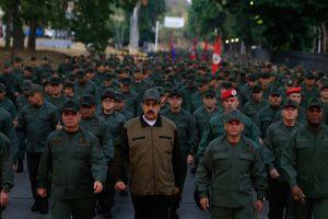"""El Pentágono habla de un """"abanico de posibilidades"""" para Venezuela, tras la reunión de Pompeo y Bolton"""