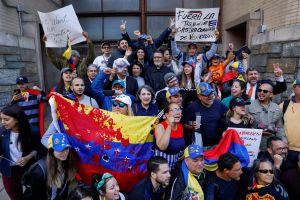 Arrestan a cuatro activistas pro Maduro que ocupaban embajada venezolana en Washington