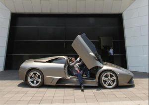 AMLO alista subasta de autos de lujo confiscado a narcos