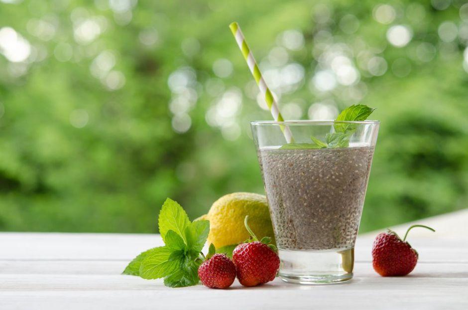 Aprende a preparar agua de chía con limón para perder peso