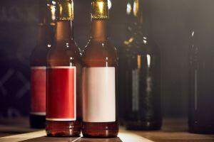 """Más de 600 muertos en Irán tras beber alcohol puro para """"curar"""" el coronavirus"""
