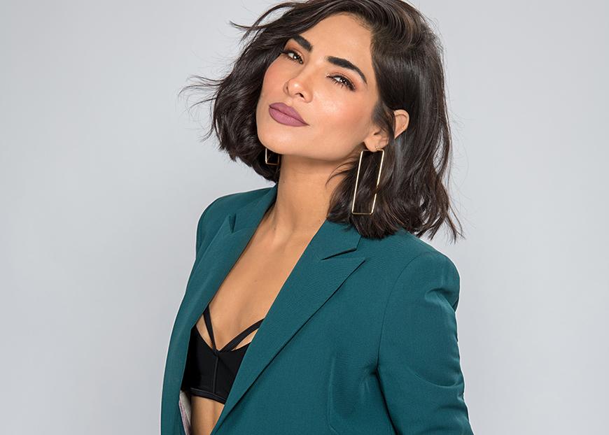 Alejandra Espinoza tan verde fluorescente como Alexa Dellanos, la hija de Myrka Dellanos