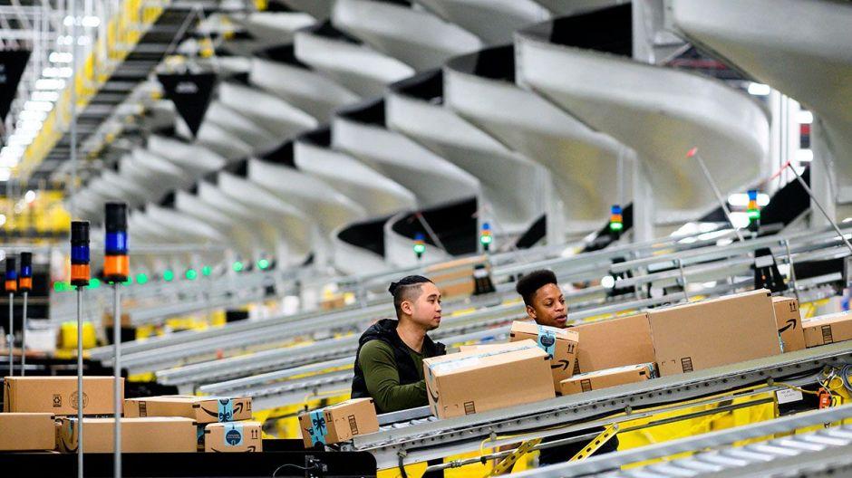 Empleados ausentes de almacenes de Amazon tendrían que regresar a laborar