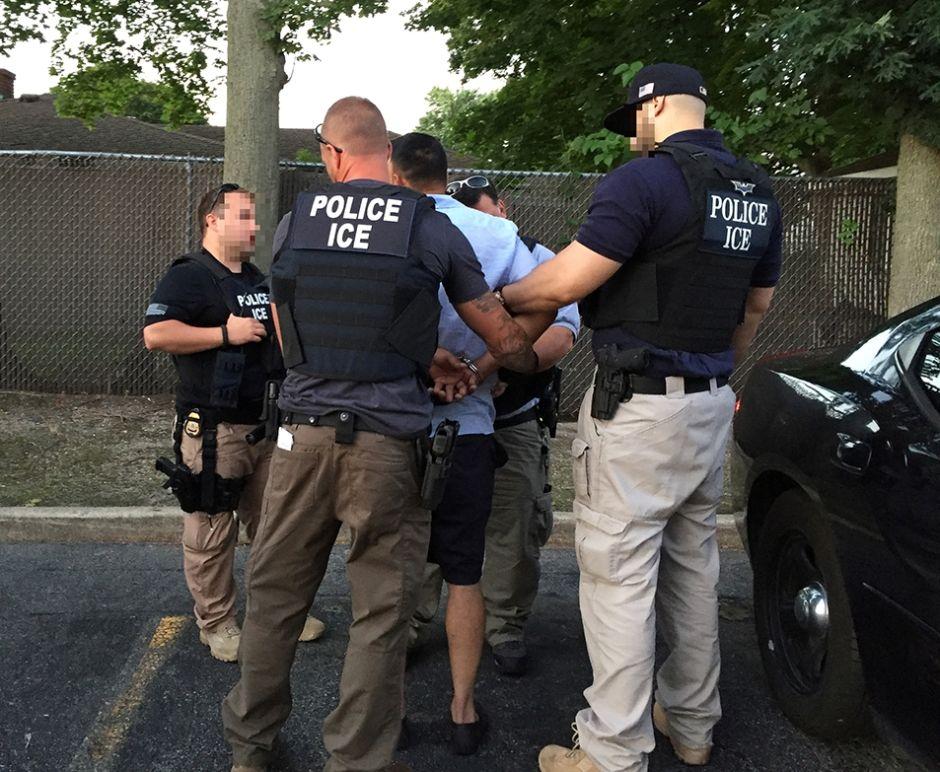 Polémica por expansión de lista de delitos que llevan a la deportación en NYC