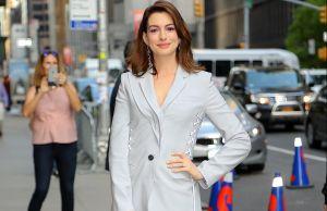 El bochorno: Se le rompieron los pantalones, en público, a la actriz Anne Hathaway